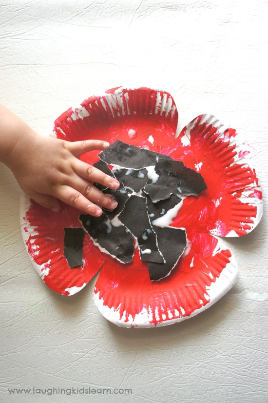 Paper plate poppy craft for kids to do on anzac day