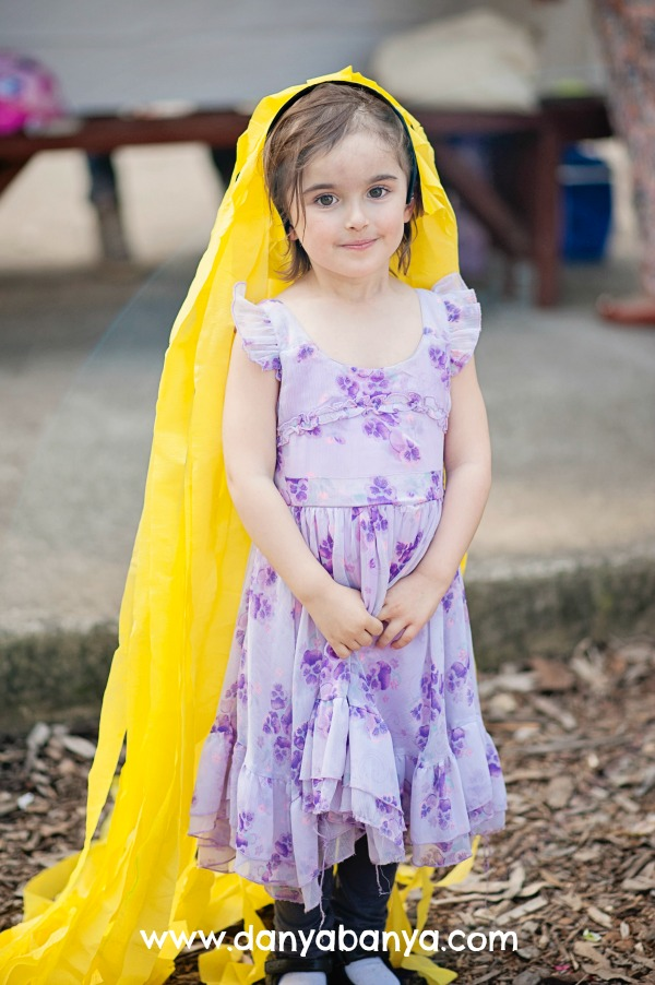 Rapunzel-with-her-headband-of-long-yellow-streamer-hair-1