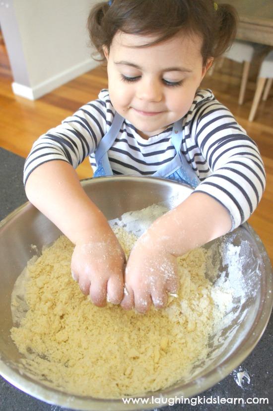 Making simple 3 ingredient damper bread