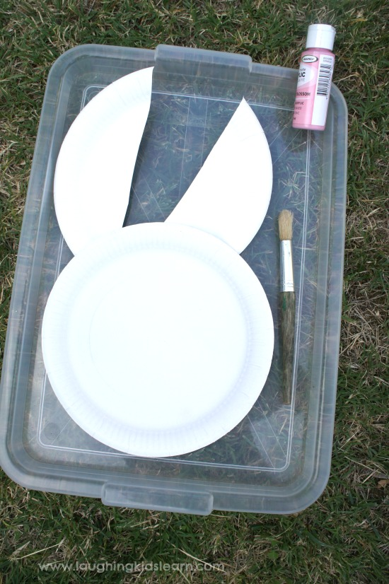 Making paper plate Easter craft & Easter bunny paper plate craft - Laughing Kids Learn