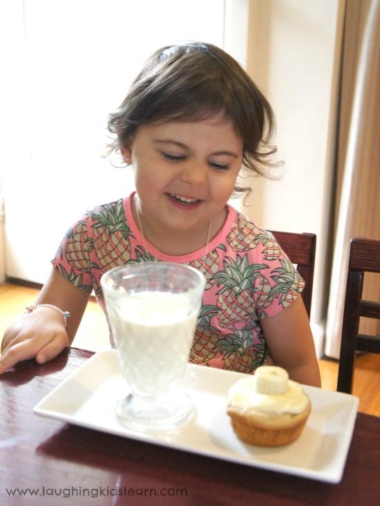 Banana cupcake with milk