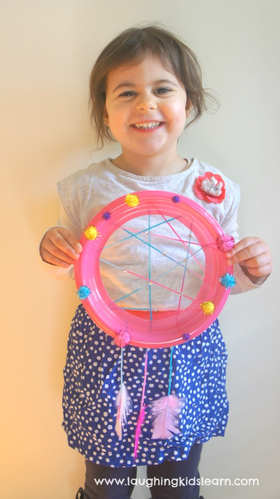 Simple dreamcatcher craft that's great for school holidays