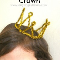 How to make a prince or princess pipe cleaner crown that children will love wearing.