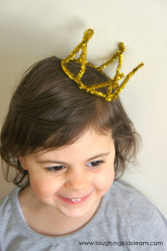 Simple pipe cleaner crown tutorial.