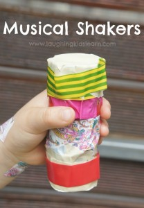 Musical shakers using toilet rolls and wash tape. Simple and fun activity for children who are bored or need help with their fine motor development.