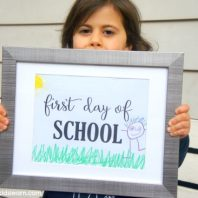 Free school photo signs that can be printed and decorated