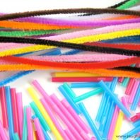 Simple threading activity using cut straws and pipe cleaners