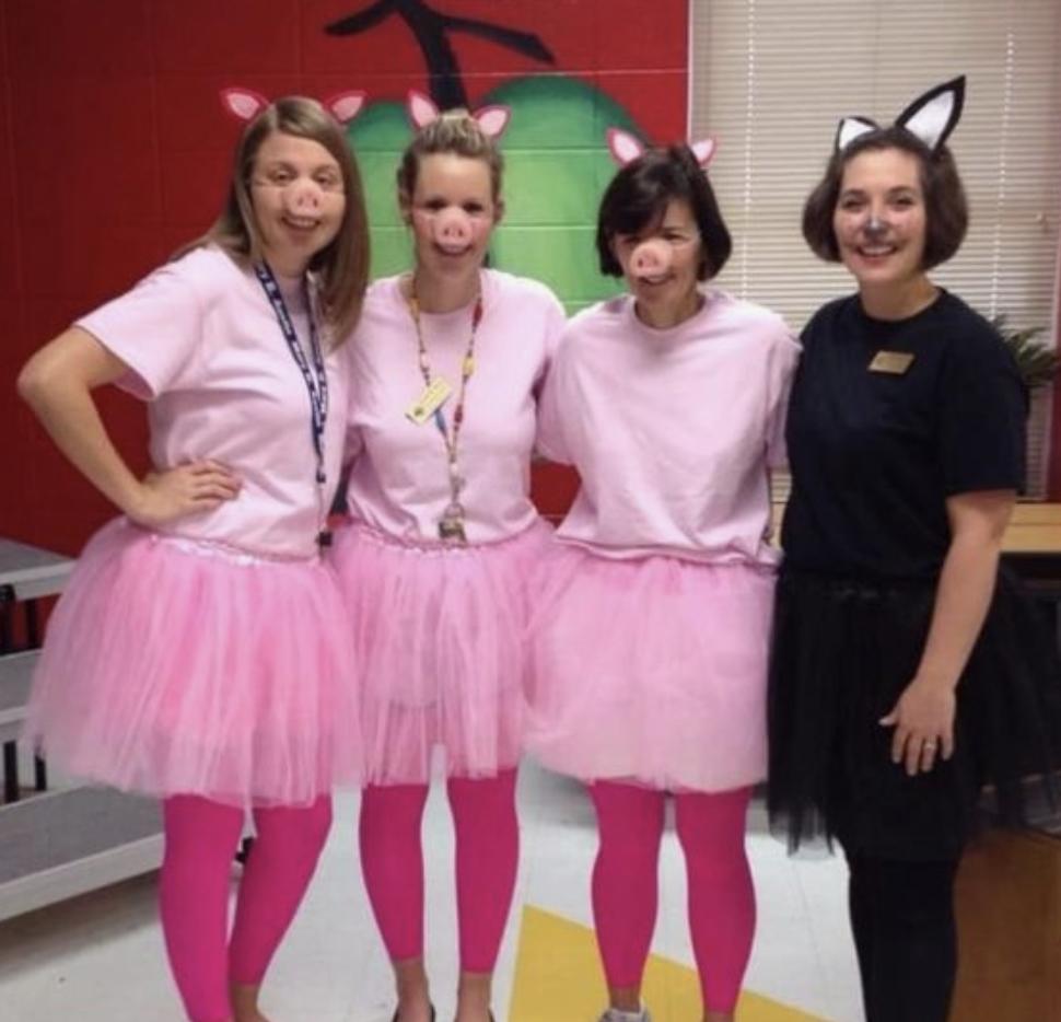 Teacher group costume ideas three little pigs