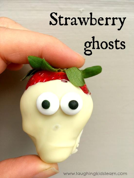 Halloween chocolate strawberry ghosts