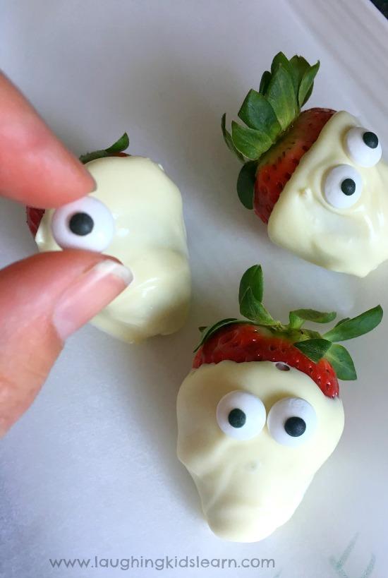 make yummy halloween strawberry ghosts