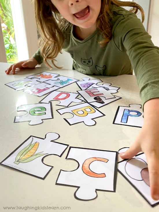 Matching alphabet letters and sounds together using a puzzle. #beginningsounds #soundsgame #alphabetpuzzle #prep #tpt #teacher #laughingkidslearn #learningsounds #learningletters #alphabet #backtoschool #startingschool #puzzlesfortheclassroom.