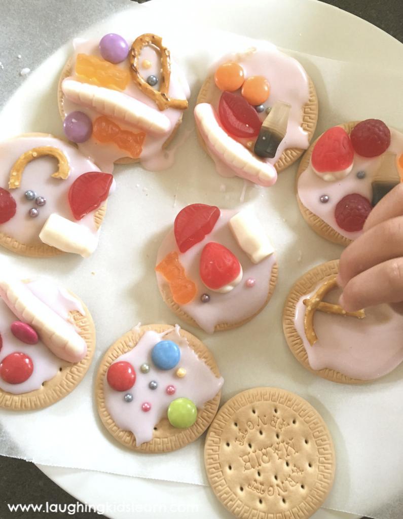 #biscuitdecorating #icingbiscuits #mariebiscuits #funathome #cookingathome #kidscook