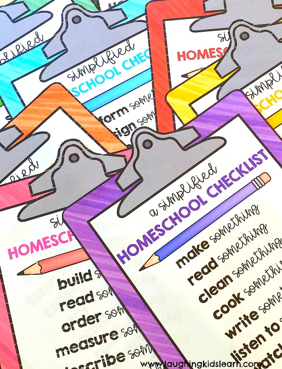 Free homeschool program checklists for parents to use with children. 6 different checklists #homeschool #homeschooling #digitallearning #digitallearningtools #schoolathome #readingathome #writingathome #mathathome