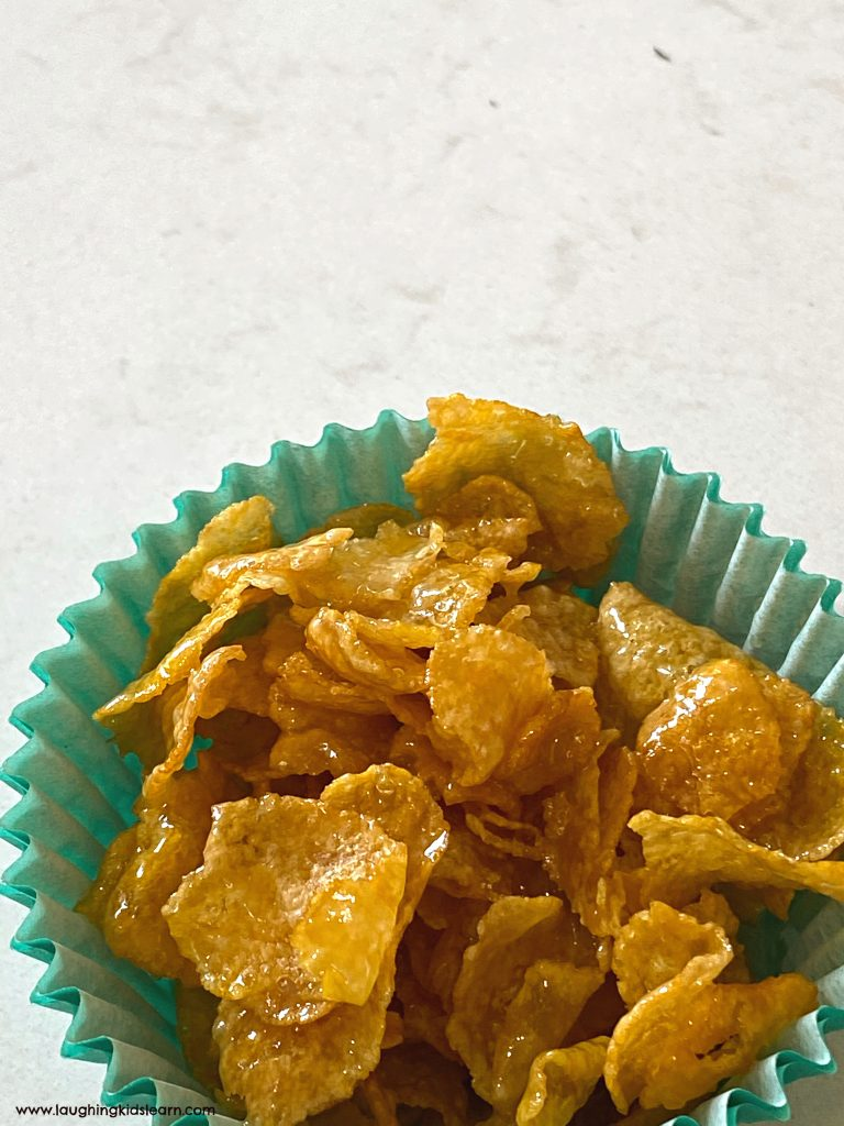 how to make delicious honey joys using a simple honey joys recipe kids can make at home. #honeyjoys #kelloggs #simplerecipes #kidsrecipes #delicious #kidscooking #kidsinthekitchen #crunchycornflakes #cornflakes