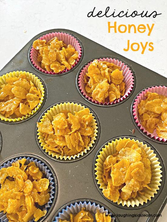 delicious honey joys recipe to make with kids that use cornflakes. #honeyjoys #kelloggs #cornflakes #birthdaypartyfood #birthdayfood #partyfood #kidspartyfood #simplerecipeforkids #simplerecipe #crunchytreat #kidsinthekitchen #cookingwithkids #simplecookingideas #schoolholidays #cornflakesbar #cookingintheholidays #kbn #honeysmacks #honey #kelloggscornflakes #kidsmake