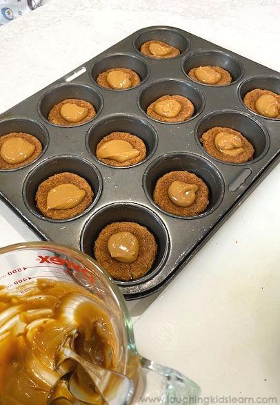 Caramel tarts or simple caramel tartlets.