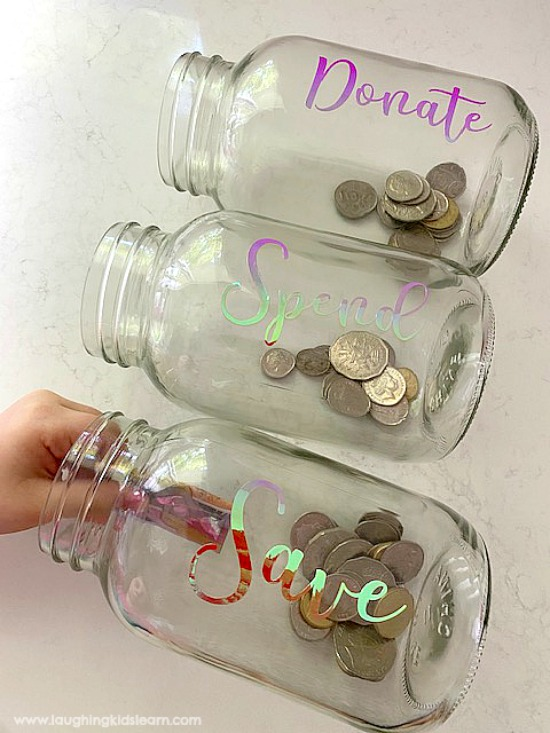teaching children about money and using coins and notes. Use cricut maker to make labels. #cricut #cricutmaker #cricutproject #cricutlabels #cricutlabel #howtocricut #teachkidsmoney #kidsmoney #pocketmonkey #moneybox #moneyboxes